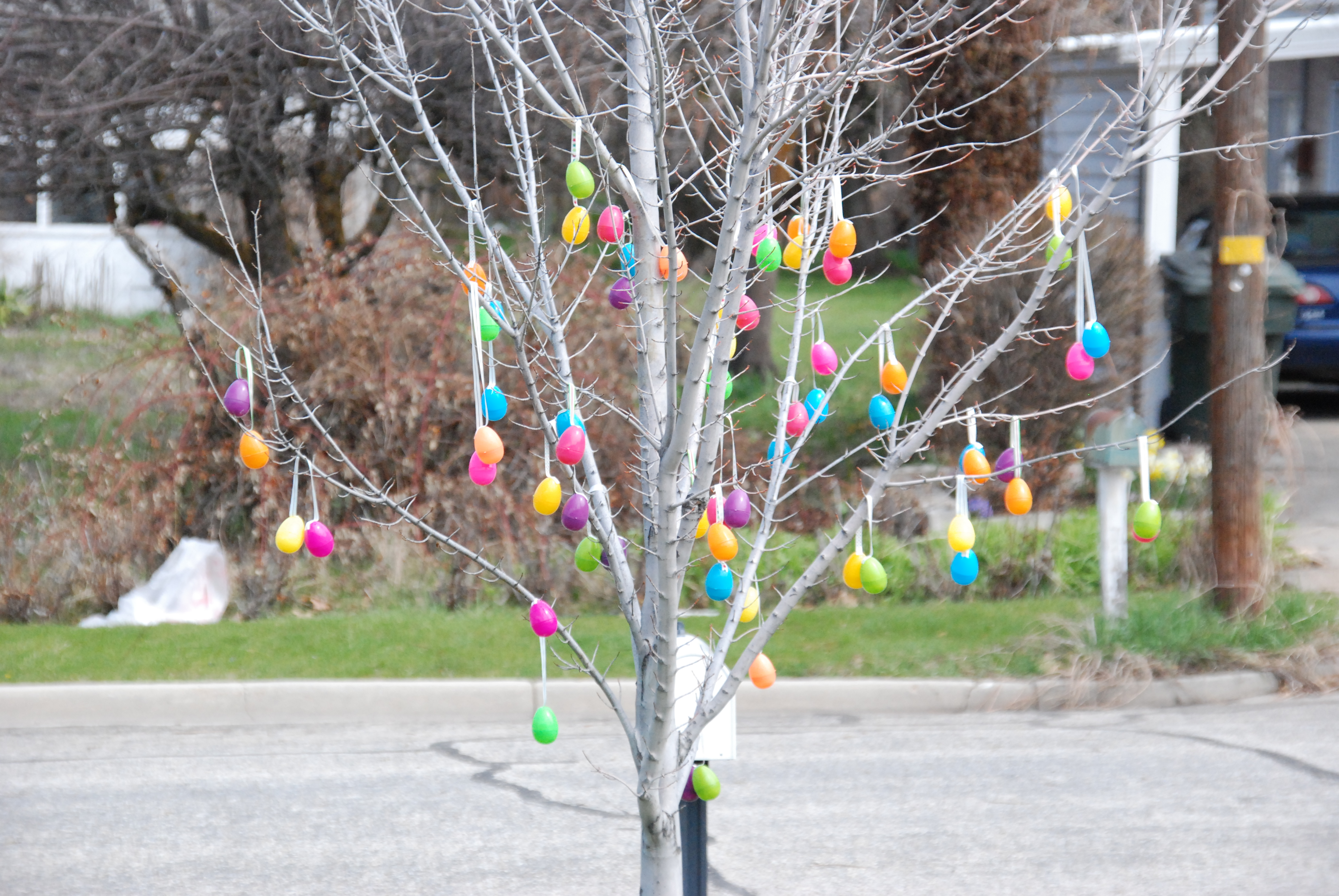 Easter egg tree the creative mom How to make an easter egg tree