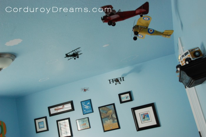 A Boy S Room Airplane Theme The Creative Mom