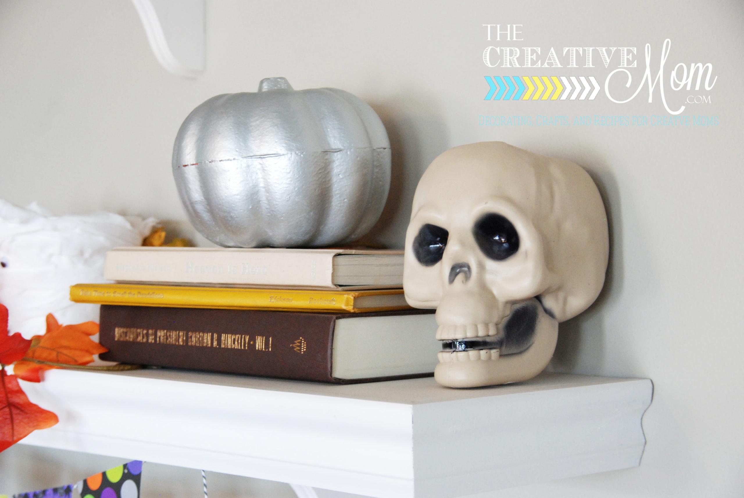 Halloween Shelves {and a free printable!}