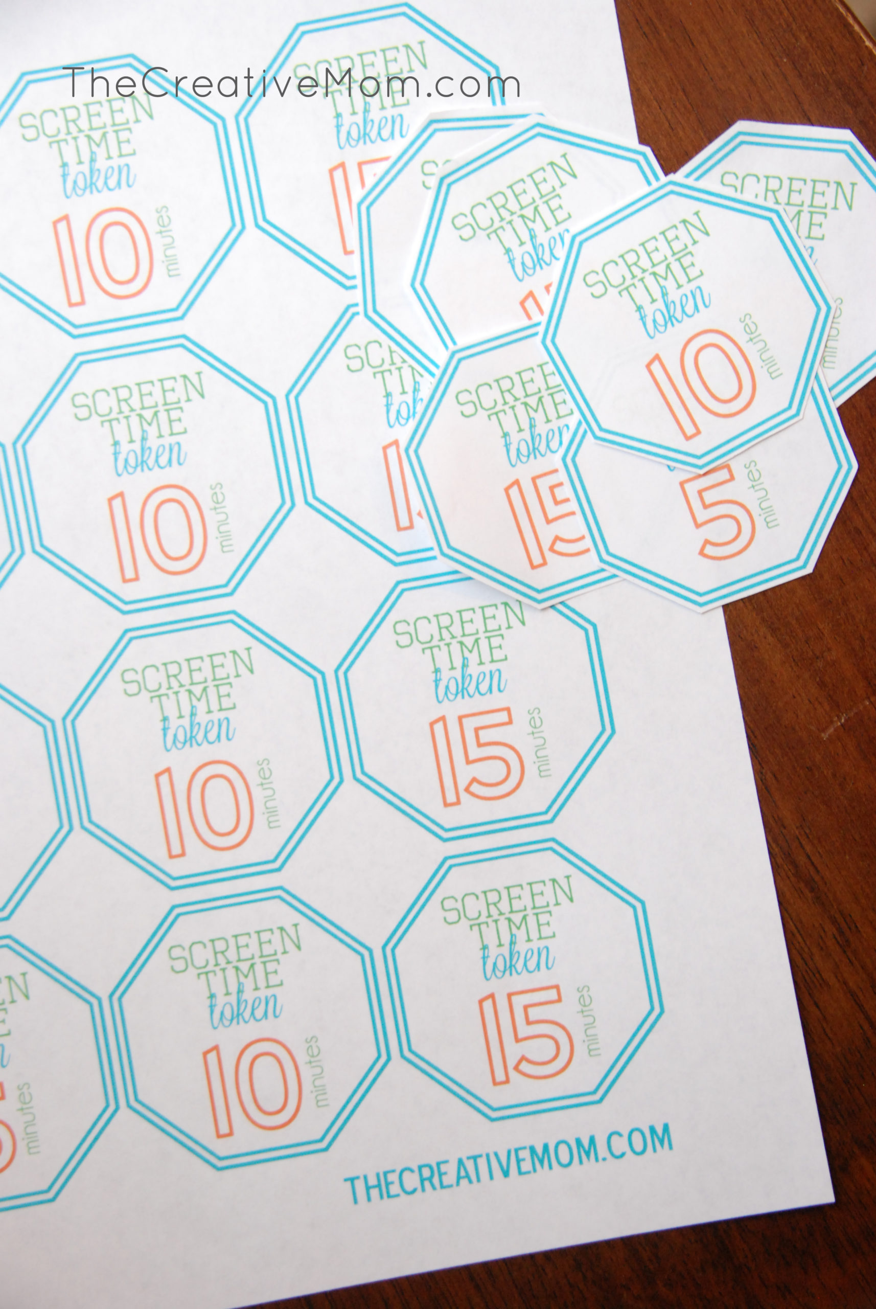 A simple way to set screen time limits (and a free printable for screen time tokens)
