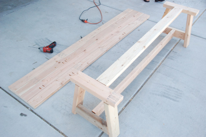 DIY 2x4 farmhouse bench