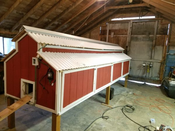 Free chicken coop plans the creative mom for Cool chicken coop plans